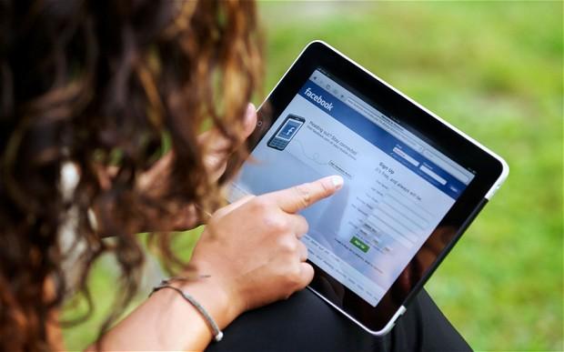 facebook-woman-2-1_2507268b