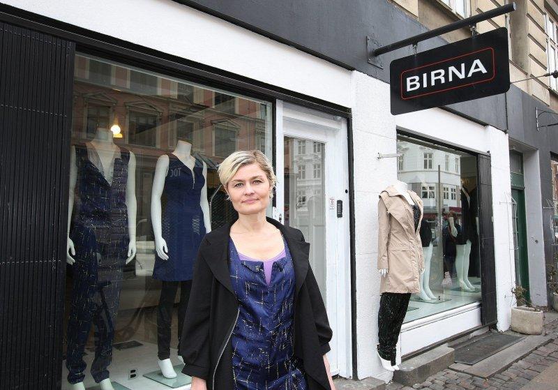 Birna Karen Einarsdóttir fyrir framan búð sína í Kaupmannahöfn