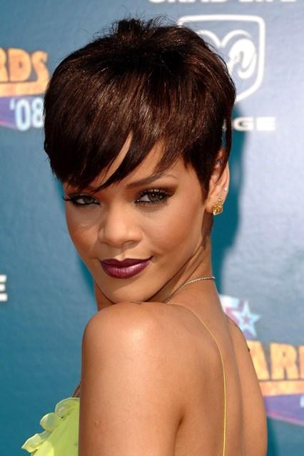 Rihanna-11-Vogue-5July13-PA_b_426x639