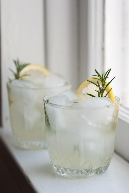 rosemary-gin-fizz-2-550x821