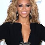 """Beyonce er hógvær og jarðbundin þrátt fyrir mikla velgengni. Hún hefur einnig haft orð á því sjálf að hún sé feimin og fái útrás á sviði sem Sasha Fierce en Sasha er hennar """"on-stage alter ego""""."""
