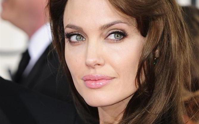 Angelina Jolie, mögulega á einhverri styrktarsamkomu.