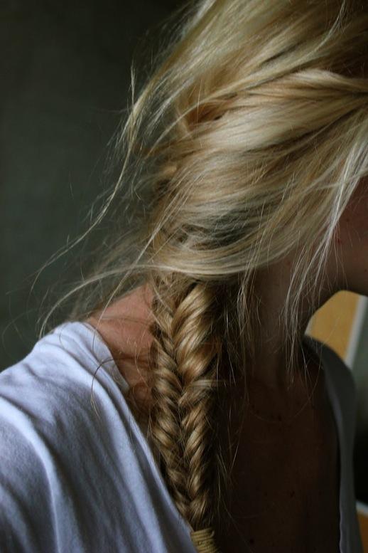 25-Le-Fashion-Blog-30-Inspiring-Fishtail-Braids-Loose-Side-Braid-Hair-Style-Via-Hunter-Spruce