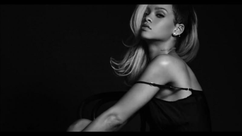 Rihanna--Rogue-Fragrance-2013--06