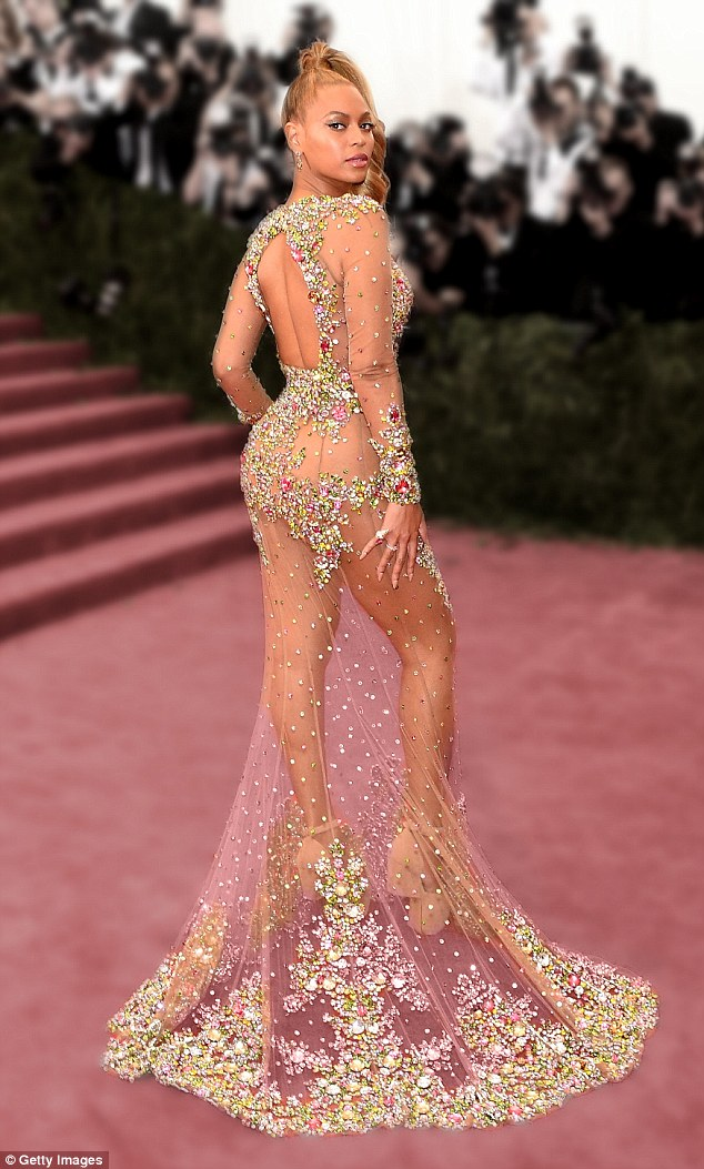 28537F3800000578-3069700-The_20_time_Grammy_winner_claimed_the_top_spot_of_the_best_dress-m-62_1430888907164