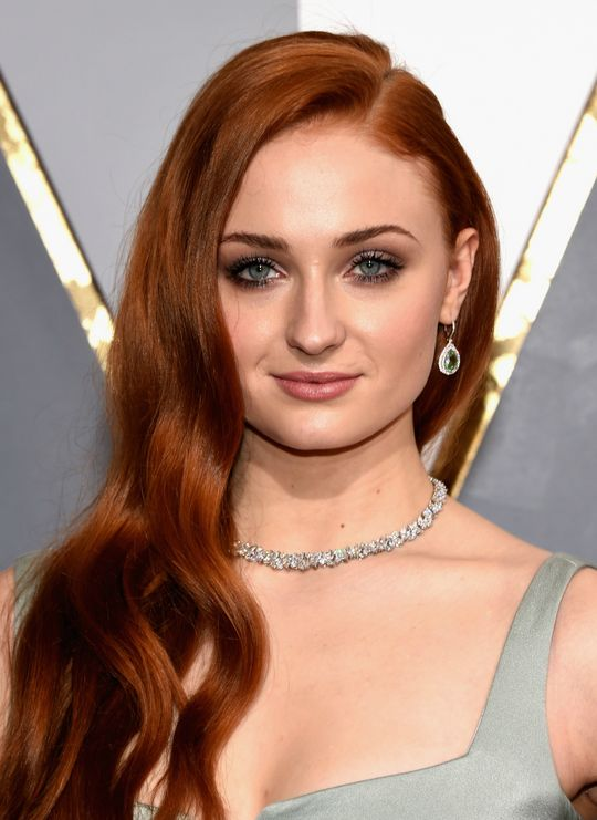 oscars-2016-hair-makeup-trends-sophie-turner-w540