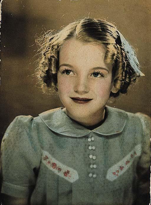 Norma Jeane Baker fæddist 1. júní og var því tvíburi.