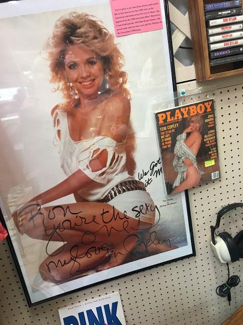 Ef þig skyldi virkilega langa í gamalt, áritað, Playboy plakat?